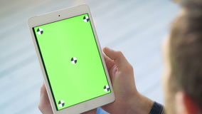 Экран касания на белом экране зеленого цвета таблетки Палец двигая Swiping умный ПК сток-видео
