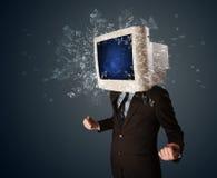 Экран монитора компьютера взрывая на молодые человек возглавляет Стоковое Изображение