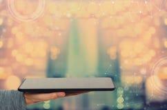 Экран технологии с человеком держа планшет стоковая фотография rf