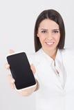 Экран телефона белого показа коммерсантки нося умный Стоковое Изображение