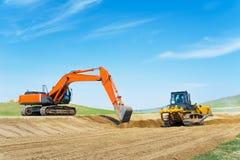 Экскаватор и бульдозер на строительстве дорог Стоковое Изображение