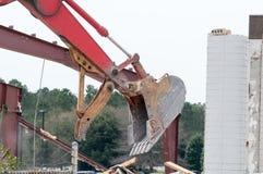 Экскаватор развалины на сокрушать работы стоковая фотография rf