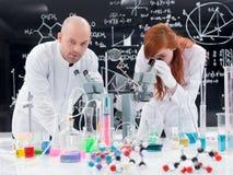 Эксперимент по химической лаборатории Стоковые Изображения