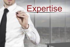 Экспертиза сочинительства бизнесмена в воздухе Стоковая Фотография RF
