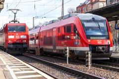 Экспресс RE региональный от Deutsche Bahn стоковая фотография