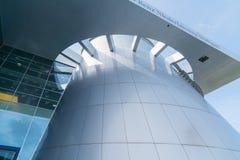 Экстерьер архитектурноакустически современного музея Мерседес истории  стоковое фото