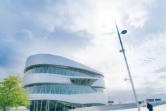 Экстерьер архитектурноакустически современного музея Мерседес истории  стоковое фото rf