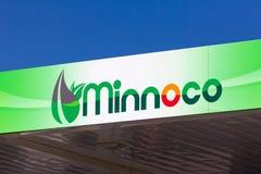 Экстерьер бензоколонки Minnoco и логотип товарного знака Стоковое Фото