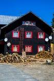 Экстерьер бревенчатой хижины домашний Стоковая Фотография