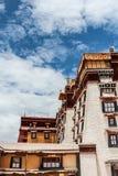 Экстерьер дворца Potala в Тибете стоковые изображения rf