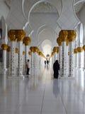 Экстерьер грандиозной мечети в Абу-Даби Стоковые Фотографии RF