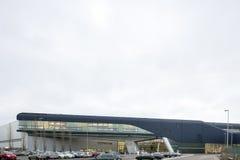 Экстерьер здания BMW Cenral на яркий, пасмурный день Стоковая Фотография