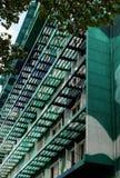 Экстерьер здания highrise в зеленом цвете Стоковые Изображения RF