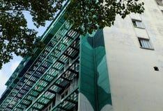 Экстерьер здания highrise в зеленом цвете Стоковые Фотографии RF
