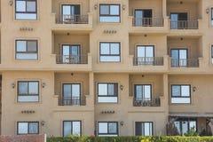Экстерьер конструкции жилого квартала в тропическом курорте Стоковые Изображения