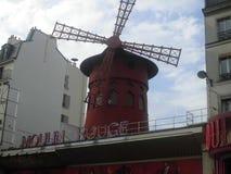 Экстерьер красного ` румян moulin ` кабара мельницы стоковая фотография rf