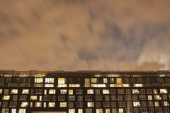 Экстерьер современного жилого квартала на ноче Стоковая Фотография
