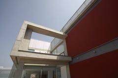 Экстерьер современного жилого дома Стоковые Изображения