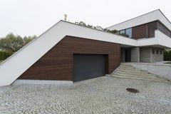Экстерьер современного дома стоковое фото rf