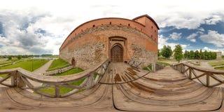 Экстерьер средневекового замка на лете с голубым небом сферически панорама 3D с углом наблюдения 360 градусов Подготавливайте для стоковое изображение