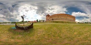 Экстерьер средневекового замка на лете с голубым небом сферически панорама 3D с углом наблюдения 360 градусов Подготавливайте для стоковые фотографии rf