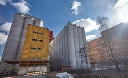 Экстерьер фабрики на солнечный день Стоковые Фото