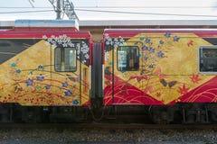 Экстерьер sightseeing поезда Hanayome Noren поезда Sightseeing Стоковые Изображения