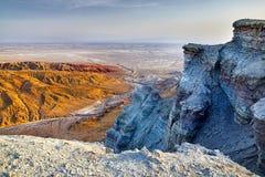Эксцентричные горы в пустыне стоковые изображения rf