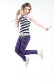 эксцентричный скакать девушки Стоковое Фото