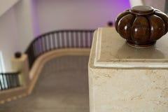 Элегантная архитектура интерьера лестницы классицистическая лестница sta Стоковая Фотография RF