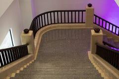 Элегантная архитектура интерьера лестницы классицистическая лестница sta Стоковые Изображения RF