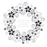 Элегантная круглая рамка с цветками, листьями и ягодами Стоковая Фотография