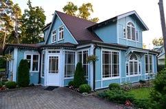 Элегантное деревянное здание Стоковое Изображение RF