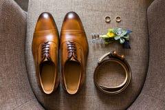 Элегантные стильные коричневые мужские аксессуары Стоковые Фотографии RF
