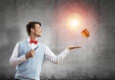Элегантный банкир нося красные связь и шарик как концепция идеи стоковое изображение
