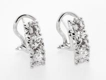 Элегантный зажим диаманта на серьгах в белом металле стоковые изображения rf