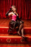 Элегантный танцор в стиле румян moulin на этапе Стоковая Фотография