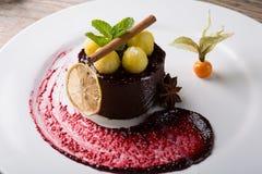 Элегантный шоколадный торт Стоковые Изображения RF
