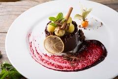 Элегантный шоколадный торт Стоковое Изображение
