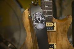 Электрическая гитара в кулуарном Стоковая Фотография