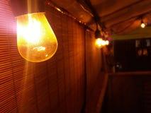 Электрическая лампочка в кофейне Коста-Рика стоковое фото