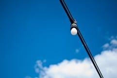 Электрическая лампочка на проводе Стоковое Изображение RF