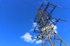 Электрическая опора на голубом небе стоковые изображения rf
