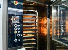 Электрическая печь на пекарне стоковая фотография