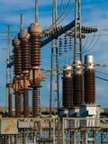 электрическая подстанция изоляторов Стоковые Фотографии RF