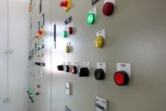 Электрическая подстанция шкафа контроля в заводе водоочистки стоковые изображения rf