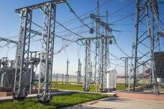 электрическая станция Промышленное распределение электричества Подстанция силы электрическая с высоковольтными оборудованиями стоковые изображения