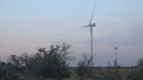 Электрическая станция энергии ветра на заходе солнца акции видеоматериалы