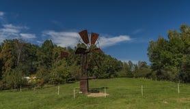 Электрическая станция энергии ветра старого металла ржавая Стоковые Фото