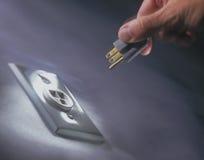 электрическая штепсельная вилка выхода руки Стоковые Фото